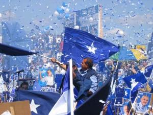 La campaña política debe ser algo más que gritar y agitar banderas.