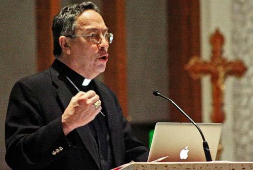 El Cardenal recibía 100 mil lempiras mensuales en el gobierno de Carlos Flores Facussé. Dios cría a los golpistas y ellos se juntan.